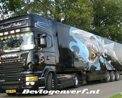 Grote haai graffiti vrachtwagen